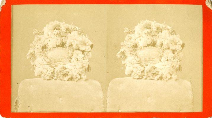 ภาพถ่ายพวงหรีดดอกไม้สดช่วงปี ค.ศ.1878